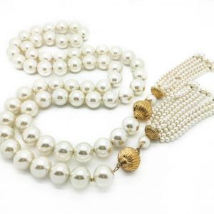 A truly gigantic vintage pearl sautoir! If you hanker after the layered pearl look made famous byCoCo Chanel then this is for you.