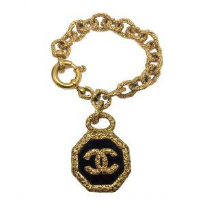 Chanel Charm Bracelet, Vintage Chanel, Chanel Jewellery, Vintage Costume Jewellery, Vintage Jewellery, Vintage Necklace, Vintage Jewelry, Jewellery Shop, Costume Jewellery, Vintage Costume Jewellery
