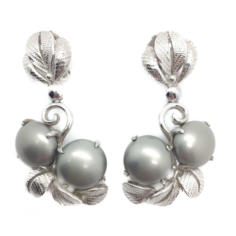 Schiaparelli Earrings, Vintage Costume Jewellery, Vintage Jewellery, Vintage Necklace, Vintage Jewelry, Jewellery Shop, Costume Jewellery, Vintage Costume Jewellery