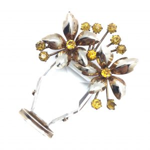 Flower Brooch, Vintage Costume Jewellery, Vintage Jewellery, Vintage Necklace, Vintage Jewelry, Jewellery Shop, Costume Jewellery, Vintage Costume Jewellery